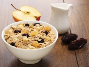 TS-466006093-muesli-apple-oat-raisin600x450